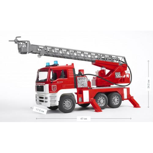 Пожарный грузовик BRUDER с лестницей (+водяная помпа+свет и звук), Bruder М1:16 02771